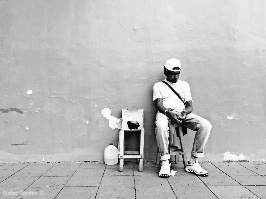 Las paredes tristes...  #blackandwhite #latinoamerica #ecuador #guayaquil #blancoynegro #bnw #calle #streetphotography