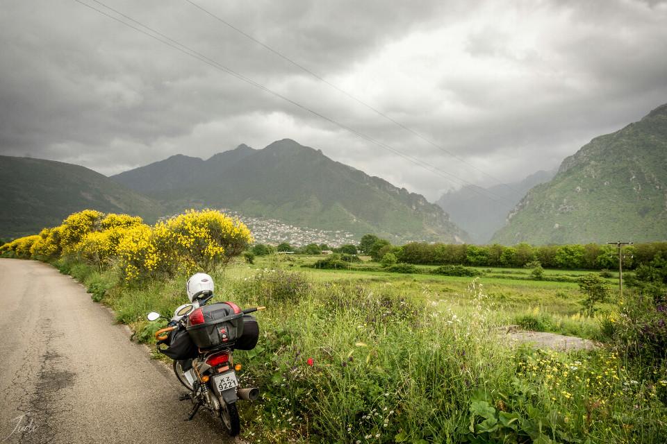 Somewhere along the road☺  #traveling  #greece  #konitsa  #epirus  #mountains  #spring  #nature #photography