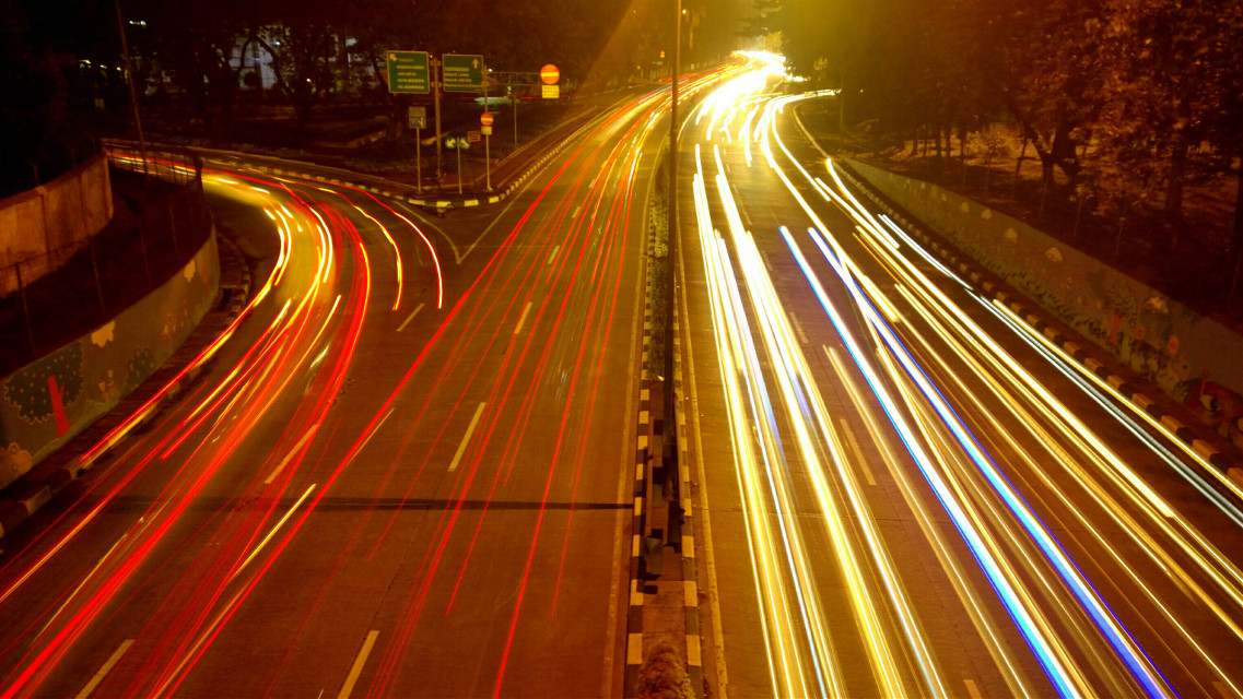 Light trails double exposure, 3 photos ligh trails in 1 frame #PhoneGrafi #photography