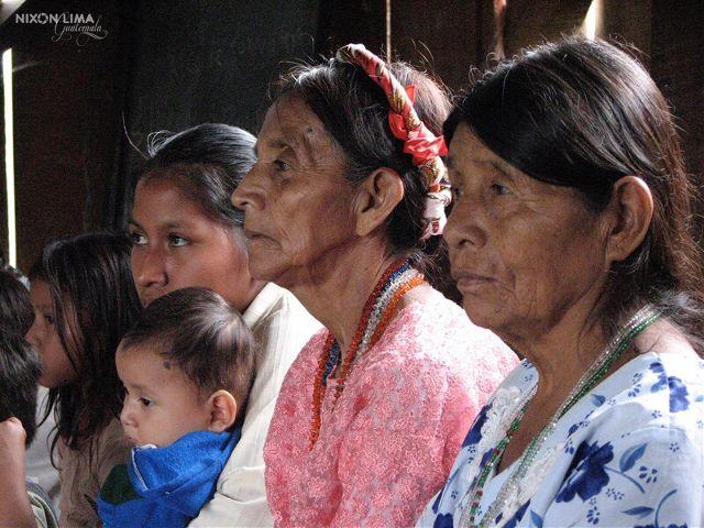guatemala mayan woman colorful families