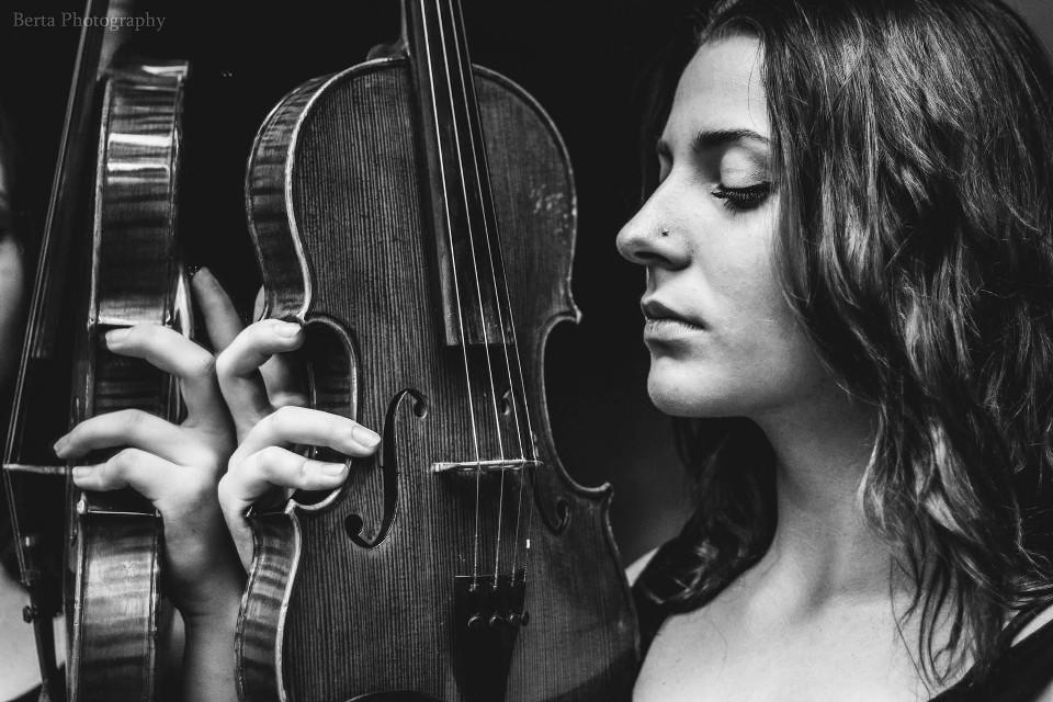 #bertaphotography #photography #blackandwhite #balckandwhitephotography  #beutiful #artistic #interesting #girl #face #portrait #violin #mood